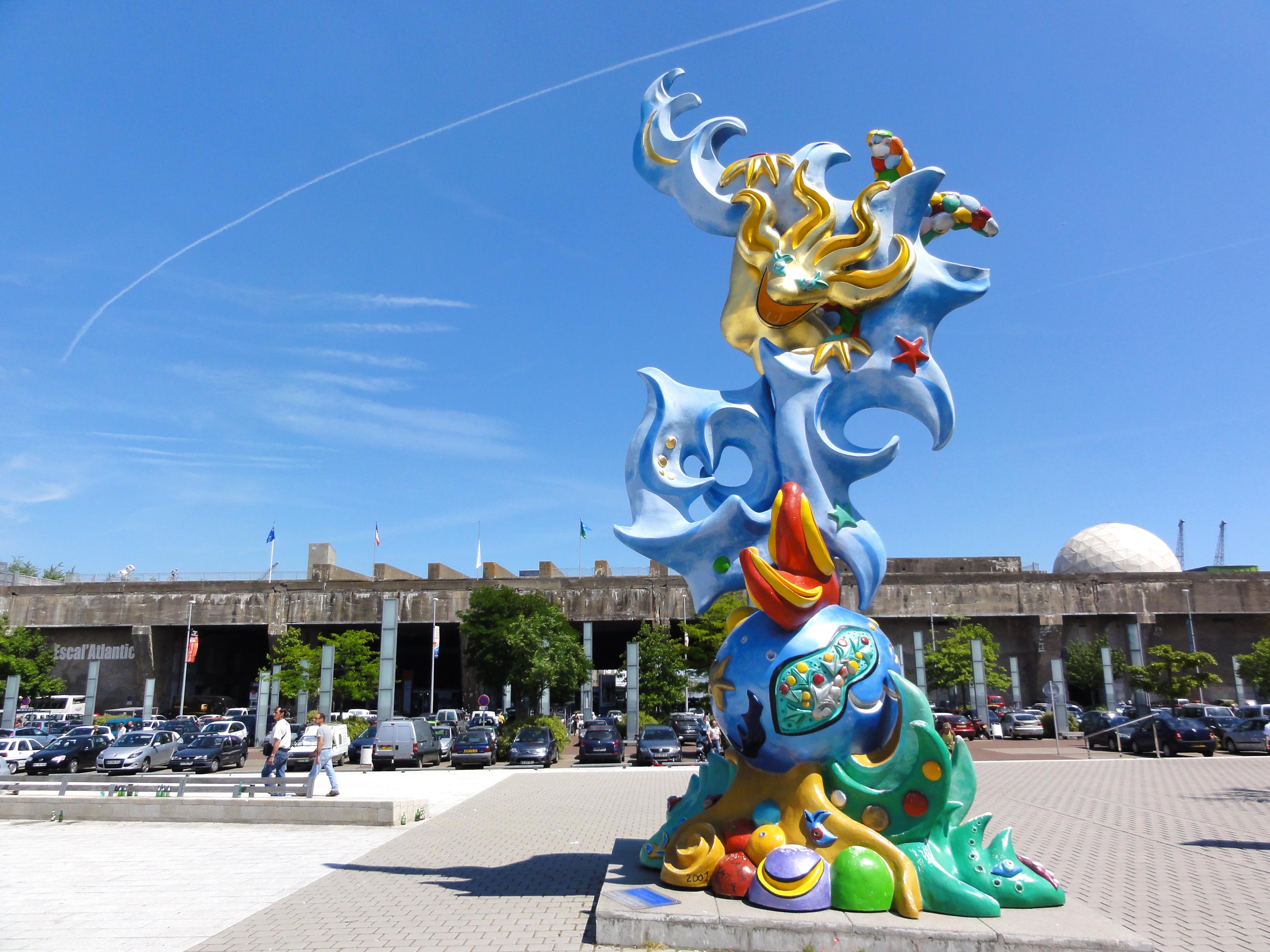 Statue de la Sirene de fédérica mata sur la place de l'Amérique latine